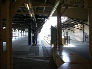 門司港駅ホーム2.jpg