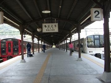 門司港駅ホーム4.jpg